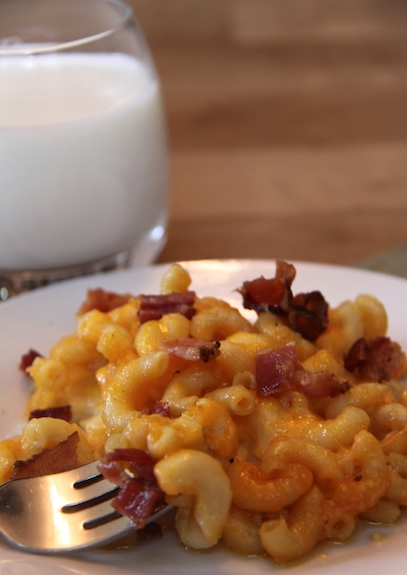 Slow Cooker Mac and Cheese with BACON!!