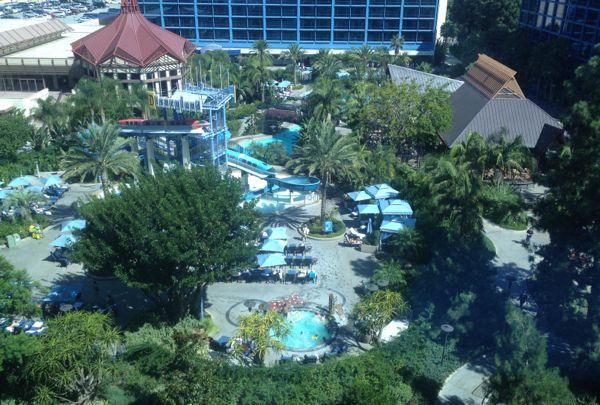 pool Disneyland hotel