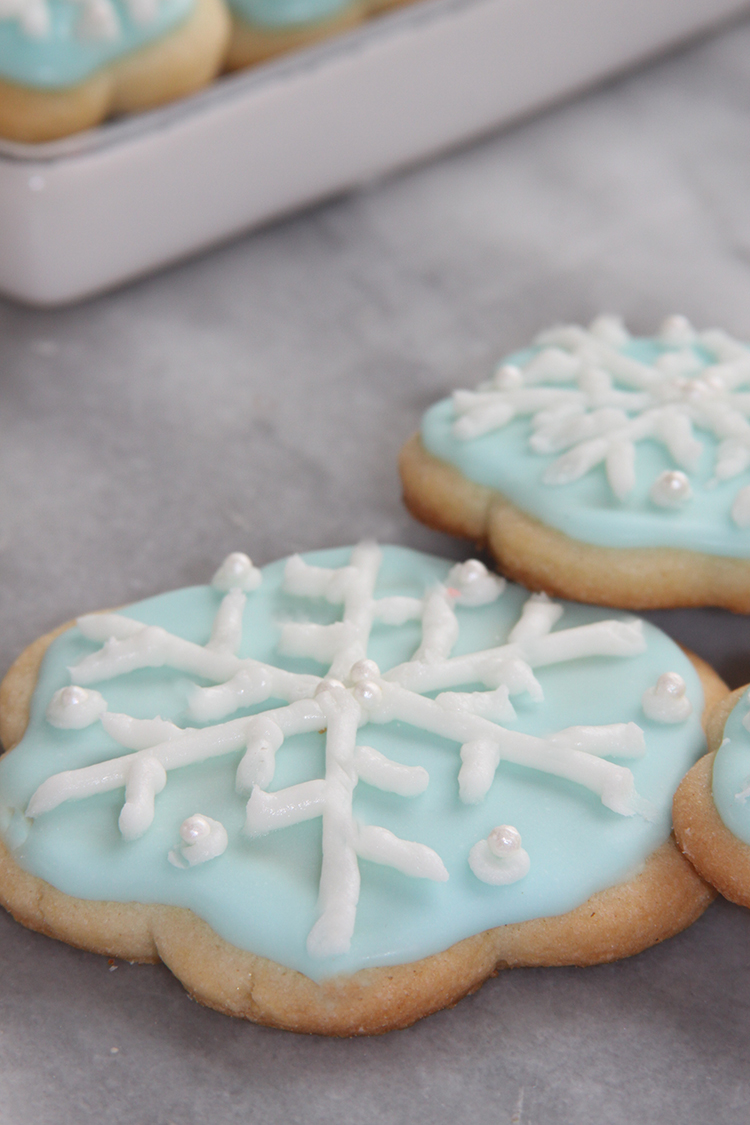 Pretty Snowflake Sugar Cookies - Easy to make (I promise)