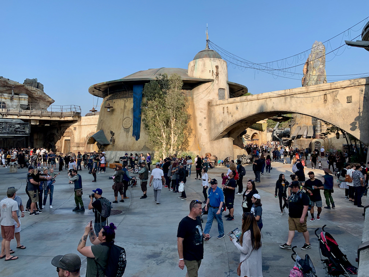 crowds in the star wars land of battu